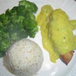 Kip in kerrie-druivensaus met broccoli en rijst