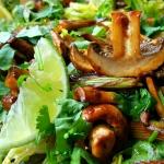 Aziatische salade van kastanjechampignons