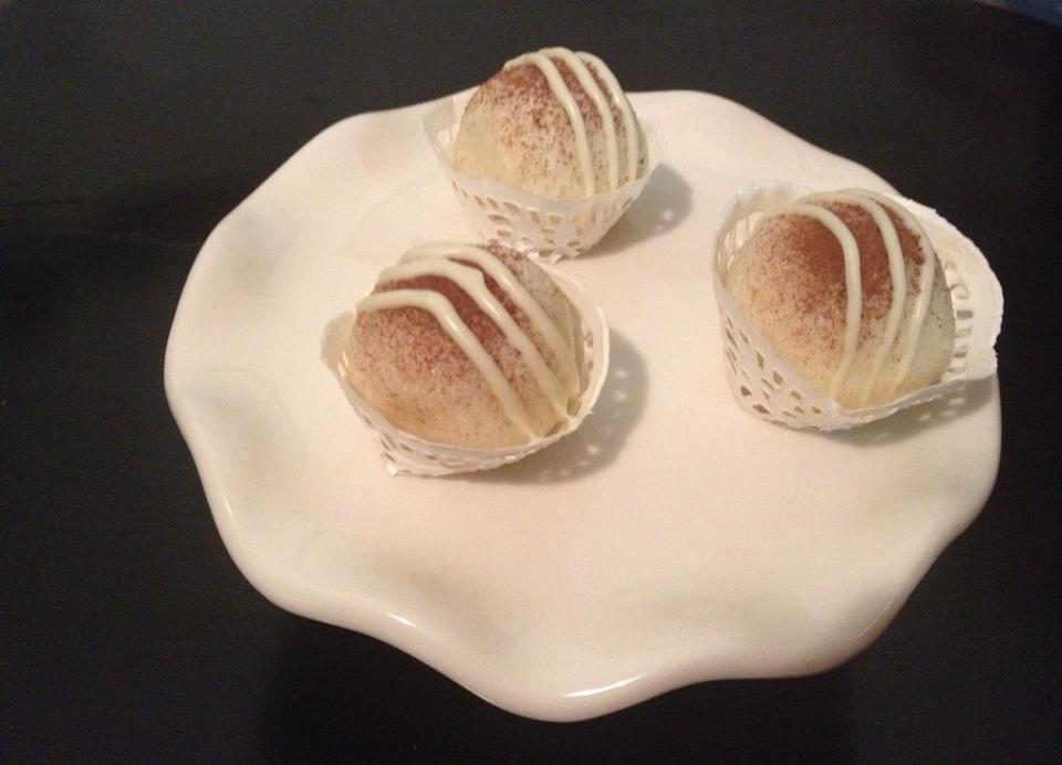 Kokosbonbons met chocolade hazelnoten