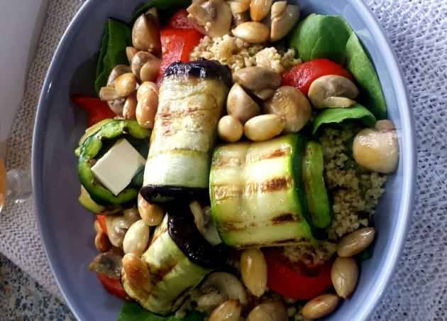 Couscous salade met feta en gegrilde groenten