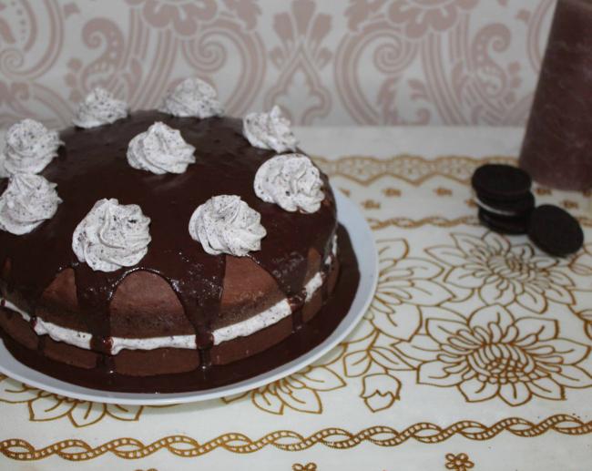 Chocoladecake met Oreo roomvulling