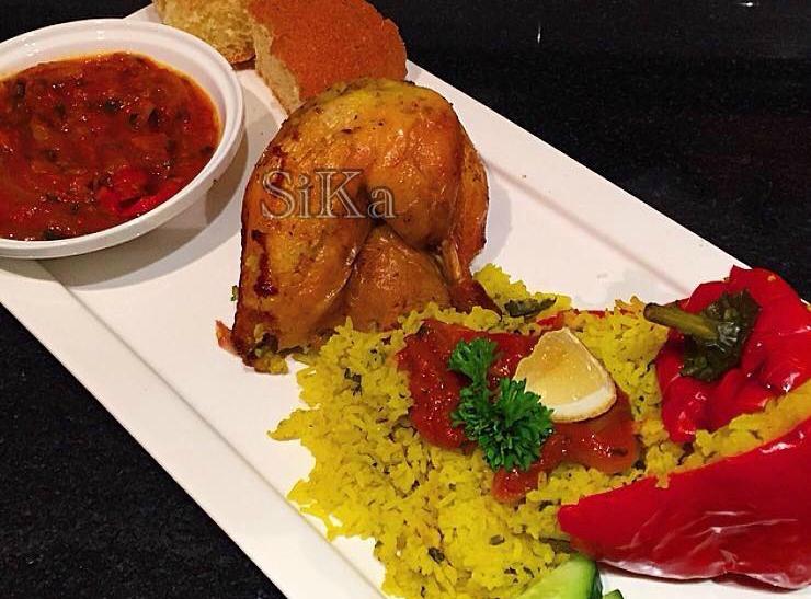 Gevulde kip met een paprika/tomaatsausje
