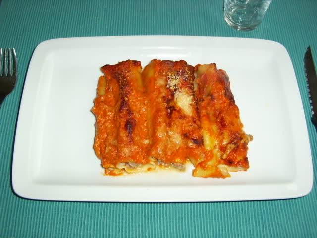 Cannelloni met gehakt en tomatensaus