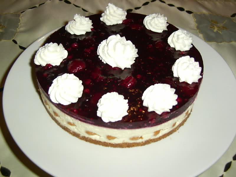Mascarpone taart met kersen en bitterkoekjes
