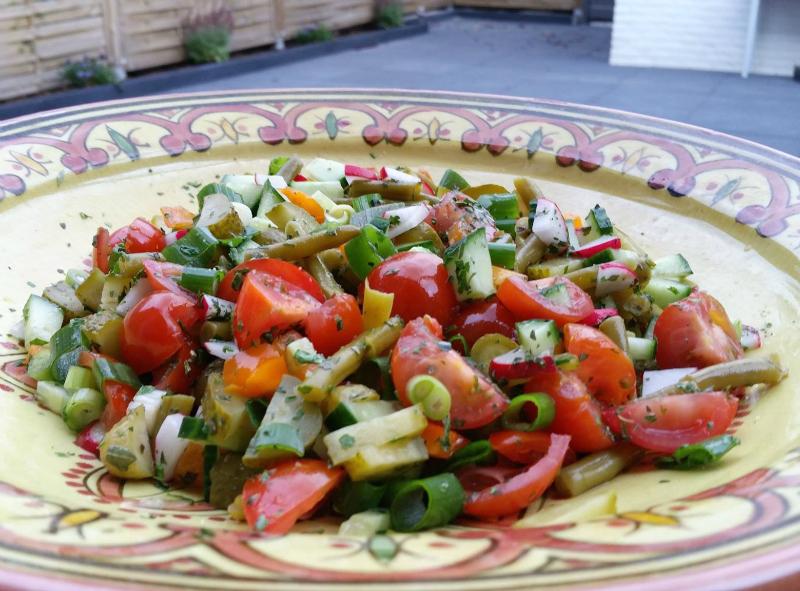 Sperziebonensalade met tomaat en radijs