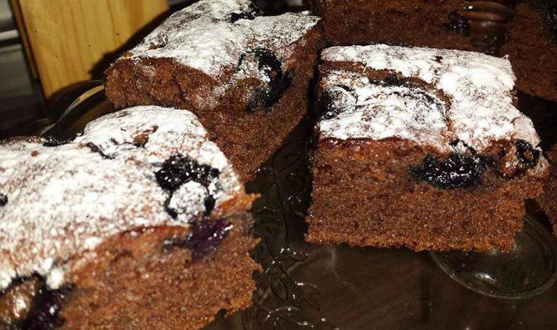Chocoladecake met blauwe bessen