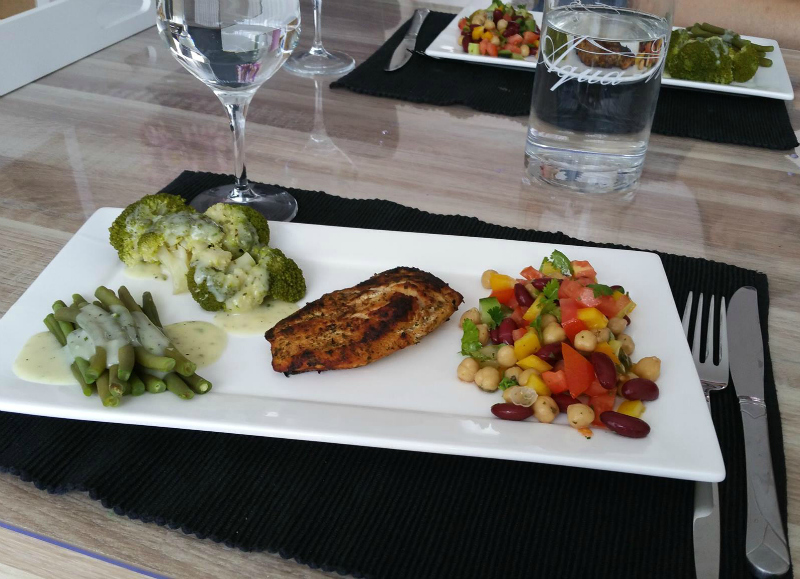 Kip met groenten en roomsaus