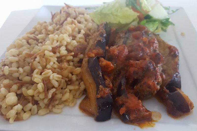 Arabische aubergine-gehaktschotel
