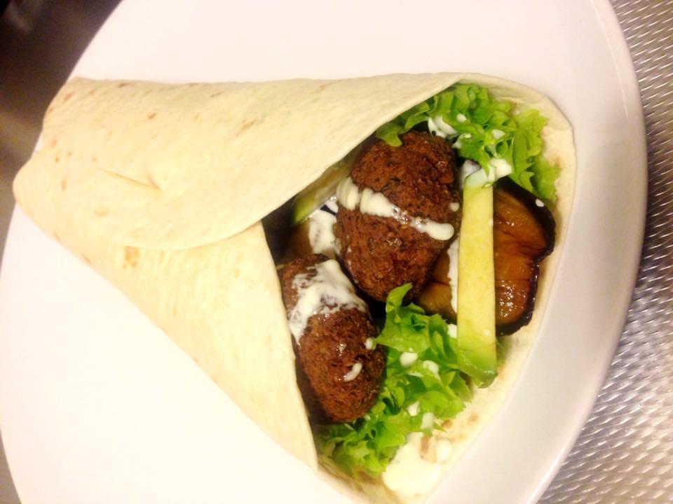 Vegetarische wrap met falafel