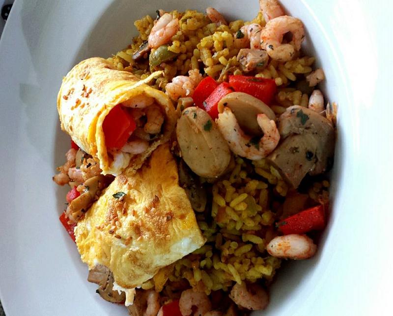 Nasi met gevulde omelet