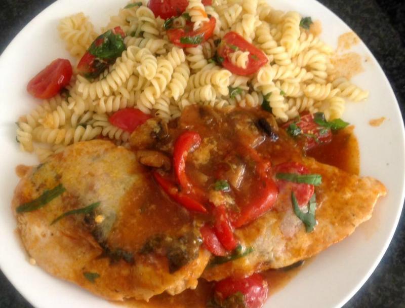 Kipfilet in tomatensaus met Parmezaanse kaas