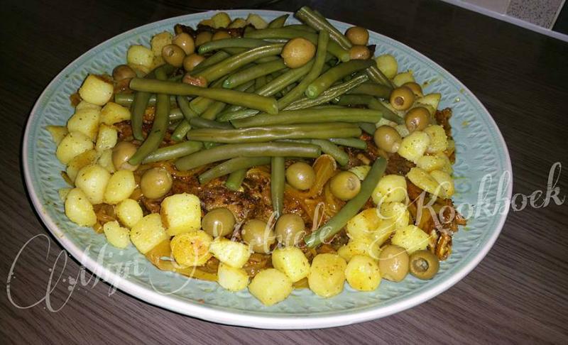 Vlees uit de oven met sperziebonen en krieltjes