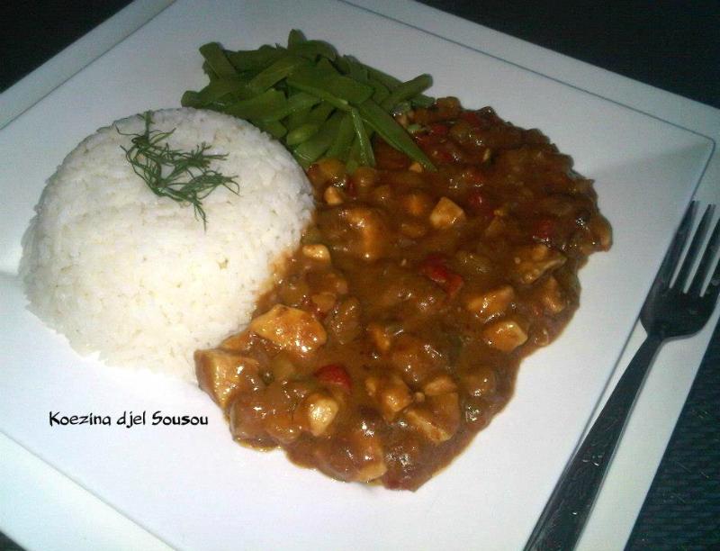 Rijst met kipsaté en snijbonen