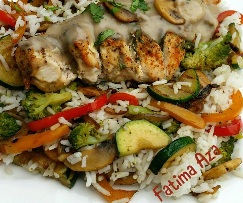 Rijst met kip en champignonroomsaus