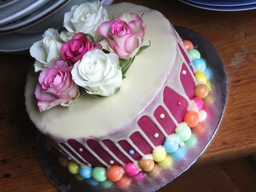 roze-dripcake-