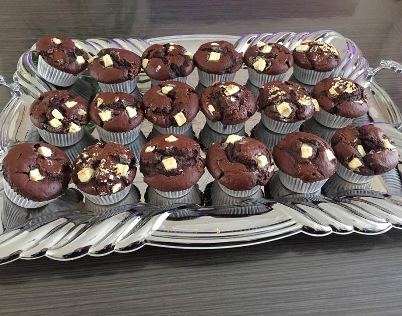 Chocolademuffins met stukjes chocolade