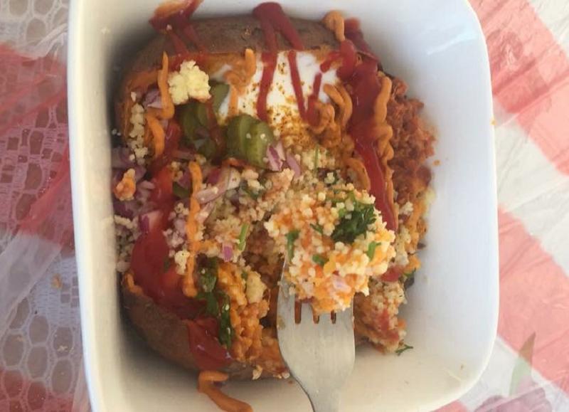 Gepofte zoete aardappel met couscous