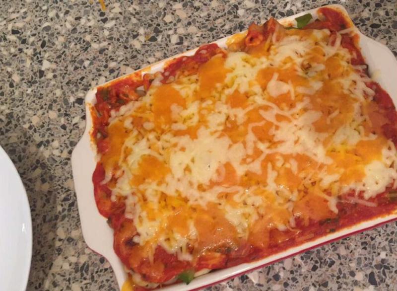 Mac and cheese met tomatensaus
