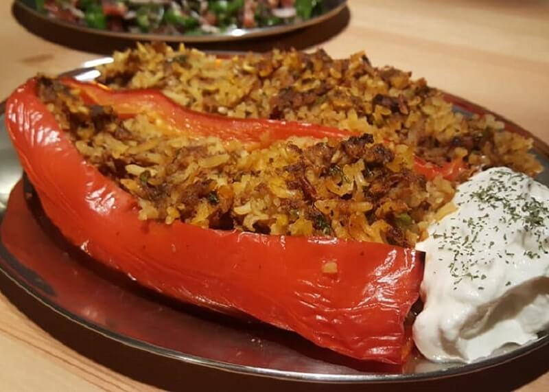 Gevulde puntpaprika met gehakt en rijst