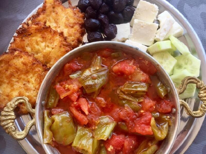 TURKS | gebakken pepers met tomaat