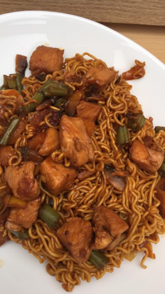 Privé: Chinese mie met kip en ketjap
