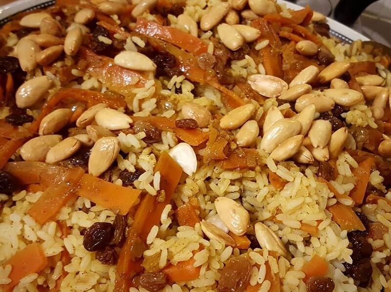 Rijst met wortel, rozijnen en amandelen