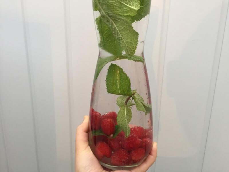 Fruitwater met munt en framboos
