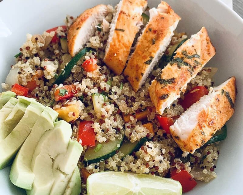 Quinoa salade met zoete aardappel en courgette